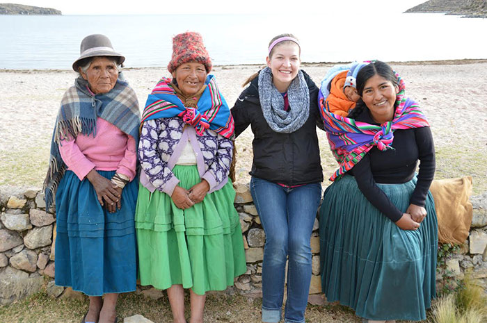 Oxy Student Theresa Edwards with her host mom and two other native Bolivian women