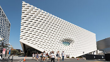 Oxy students in front of the Broad Museum in Downtown Los Angeles