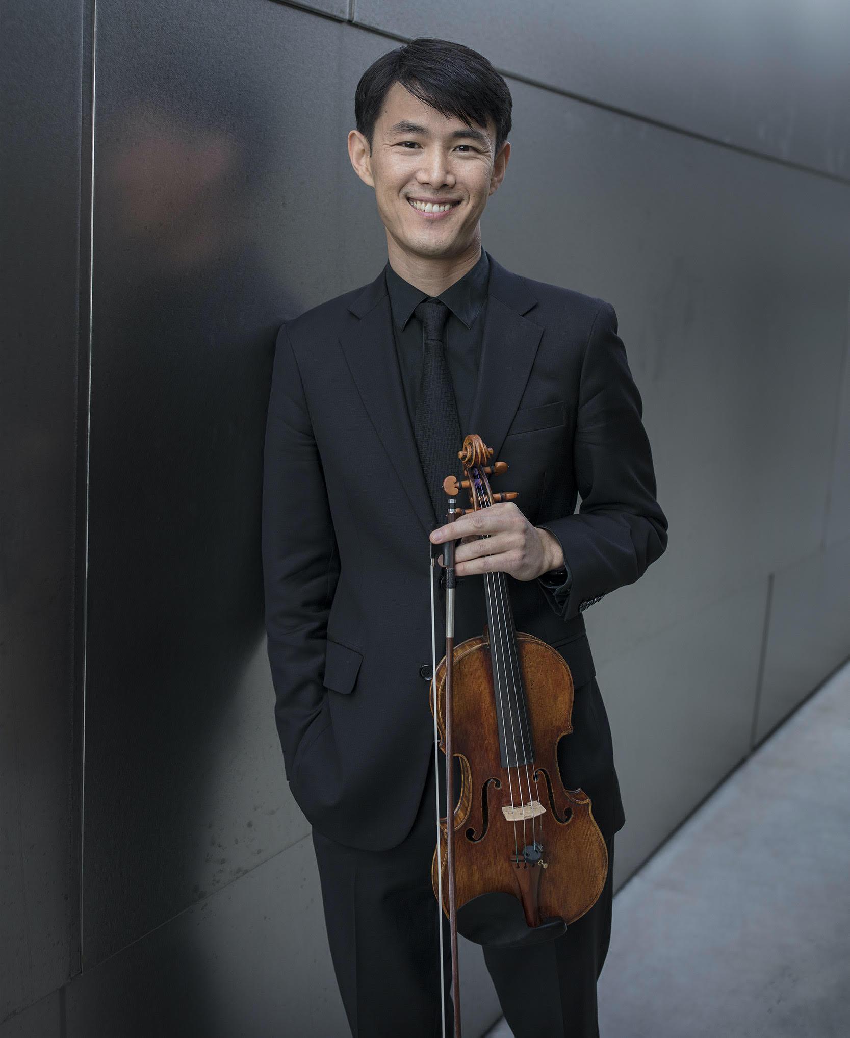 Jin-Shan Dai posing with violin