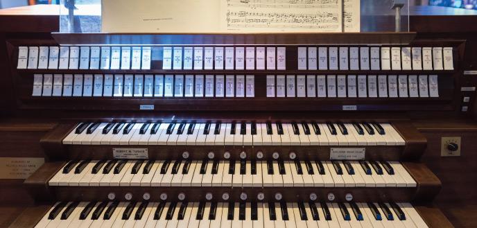 mag-sp17-organ