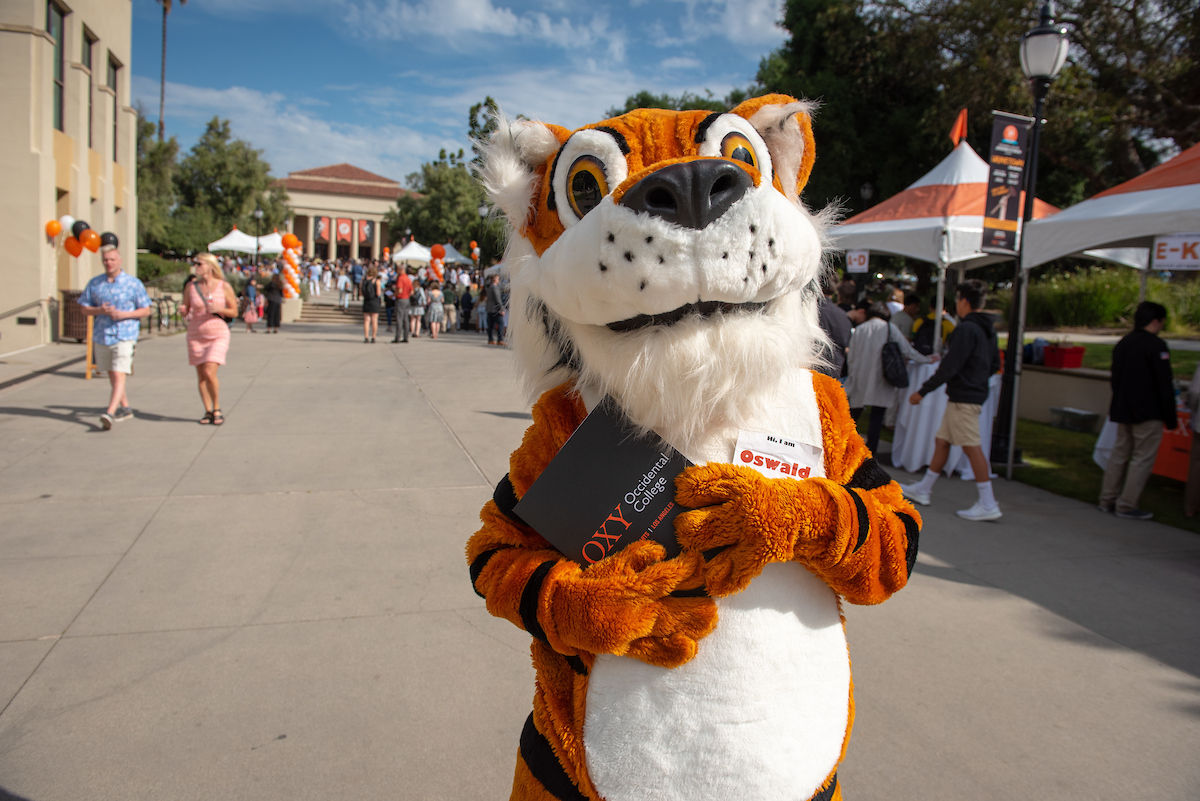 Oswald welcomes admitted students to campus