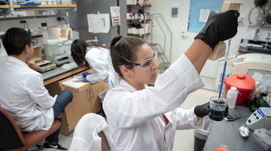 student in a scienc lab