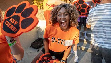 An Orientation Team volunteer welcomes new Oxy students