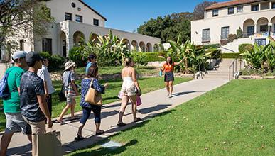 Oxy student leads a campus tour