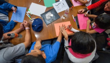 """The California Immigration Semester (CIS) and Center for Community Based Learning (CCBL) hosts a group of local elementary school students as part of a """"Day at College"""" event."""