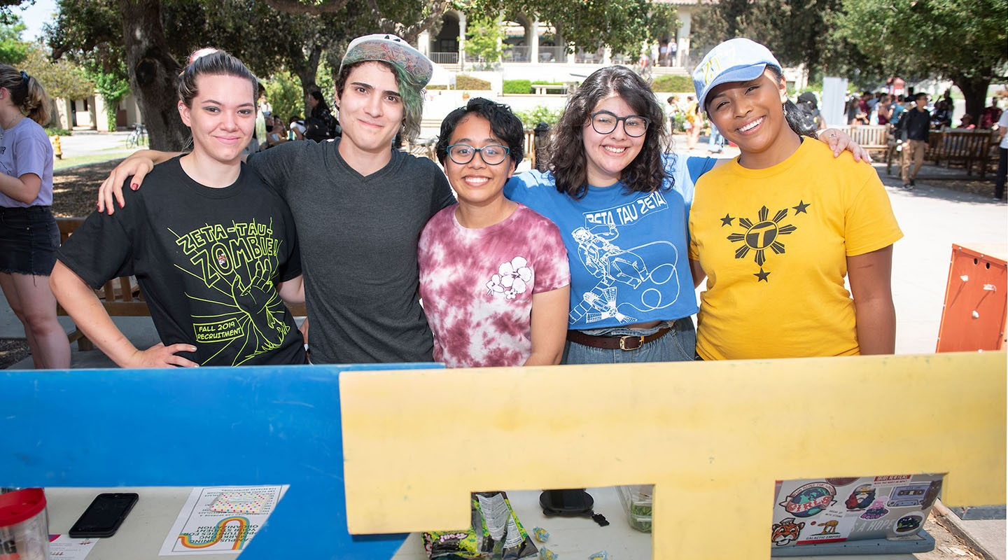 Student clubmembers at the involvement fair
