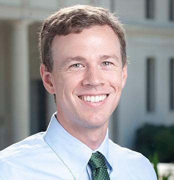 Oxy economics professor Kevin Williams
