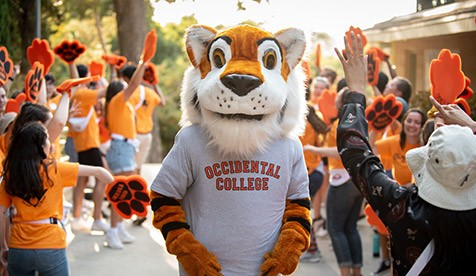 Oswald the Tiger and Oxy's O-Team welcome new students to campus
