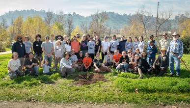 Oxy volunteers at the Audubon Center at Rio de Los Angeles Park