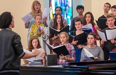 news_gleeclub_students_music_sing